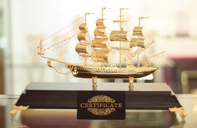 địa chỉ bán thuyền buồm mạ vàng ở hà nội