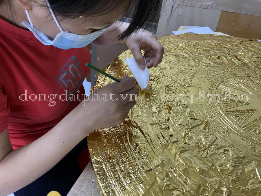 Tranh trống đồng dát vàng