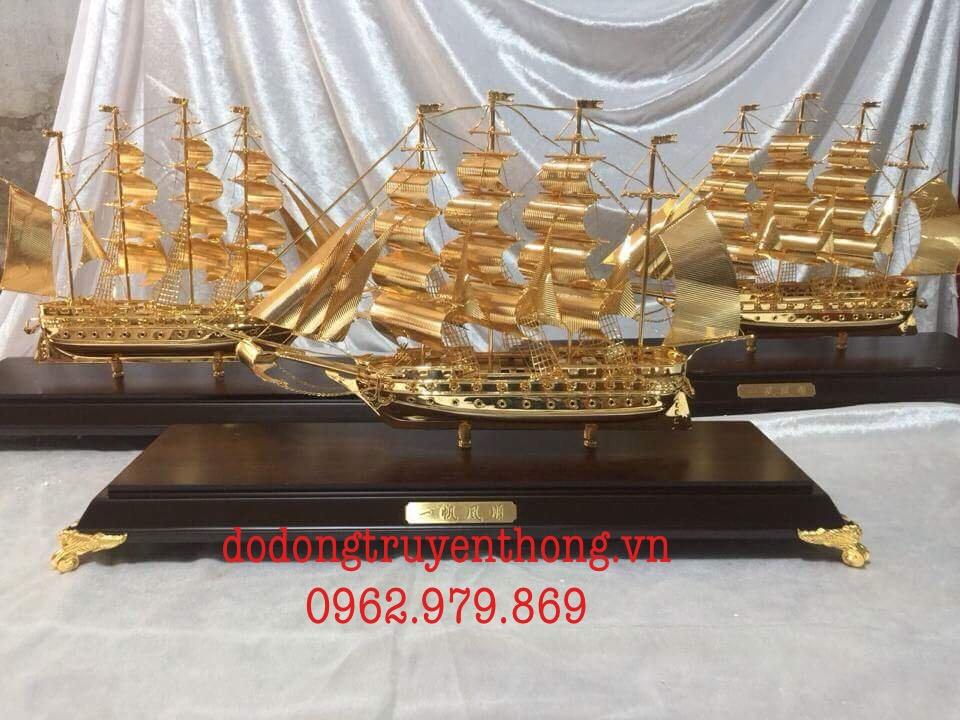 cửa hàng bán thuyền buồm mạ vàng 24k