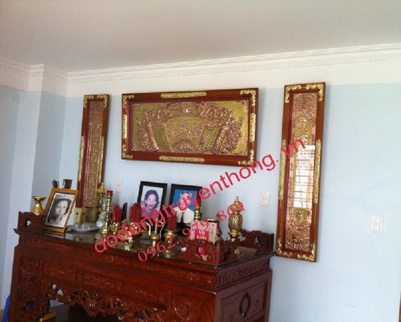 cách treo đại tự khung gỗ trên bàn thờ gia tiên