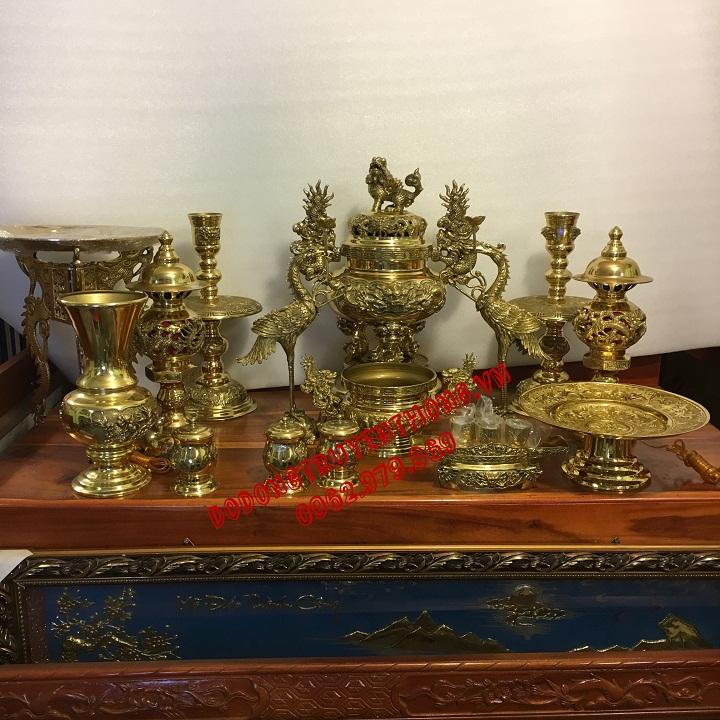 trưng bộ lư đồng trên bàn thờ gia tiên cho đúng cách