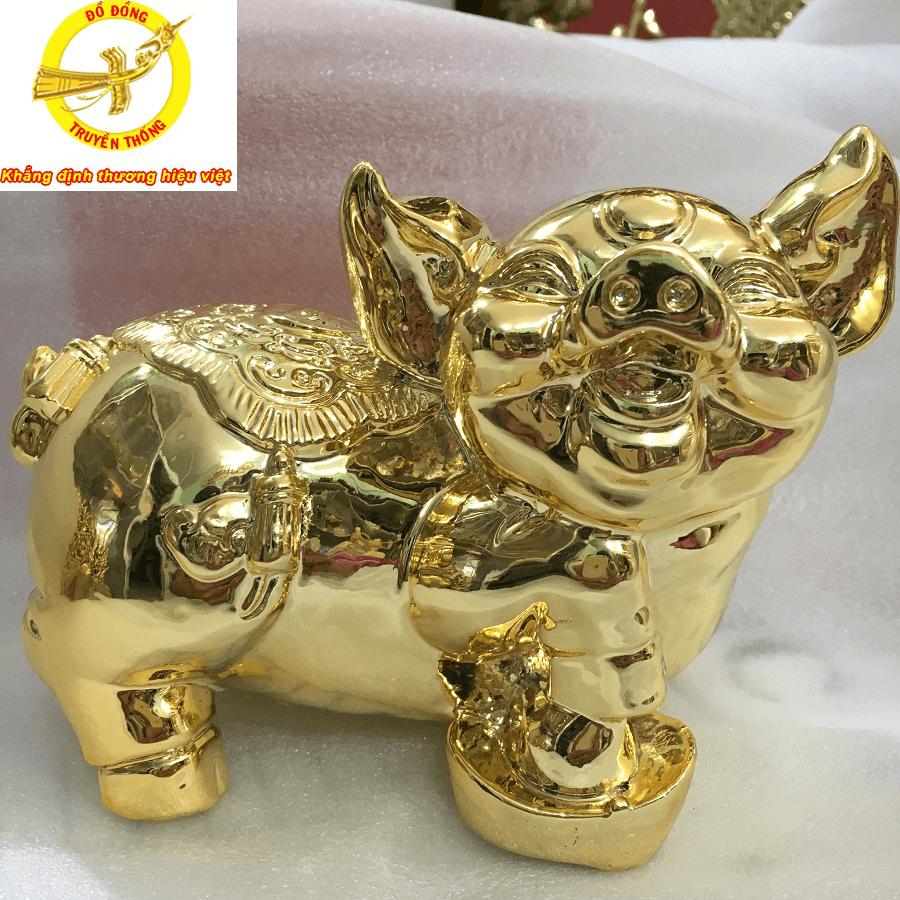 Tặng lợn mạ vàng cao cấp cho khách hàng thân thiết sang trọng lịch sự
