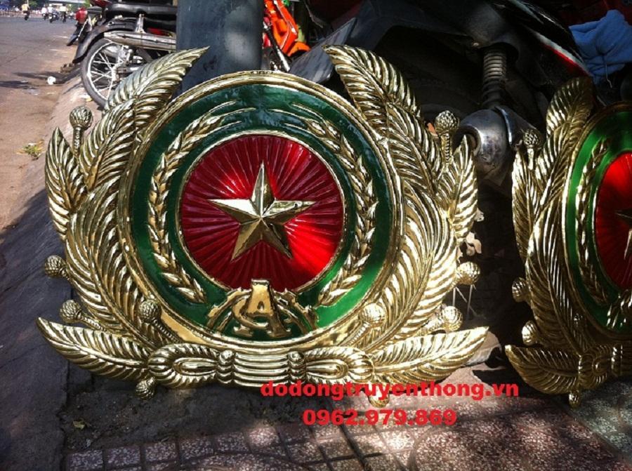 gia công sản xuất lắp đặt huy hiệu công an bằng đồng