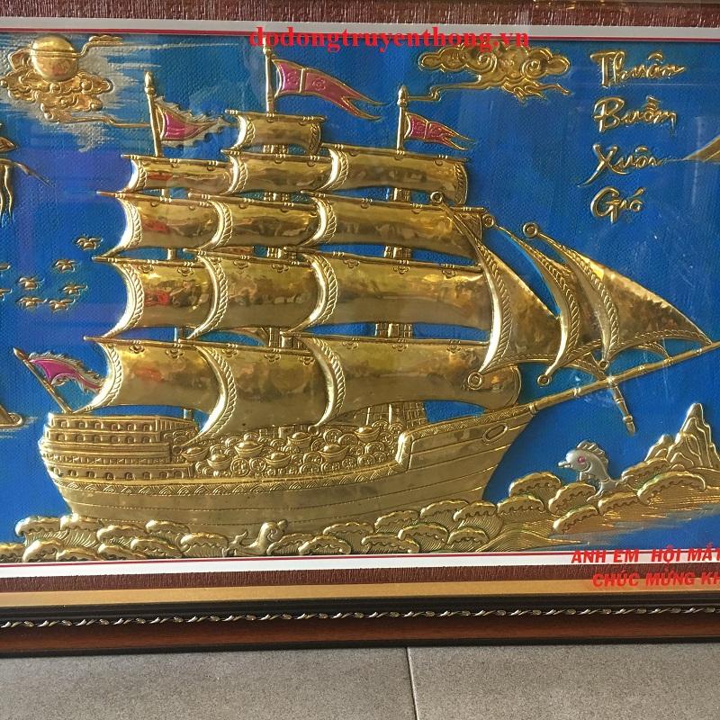 tranh thuyền buồm bằng đồng tặng tân gia